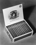Advertisement photograph featuring a box of Bering Long Filler Cigars