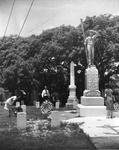 Cemetery with a memorial to the victims of the sinking of the U.S. Battleship Maine from the citizens of Key West